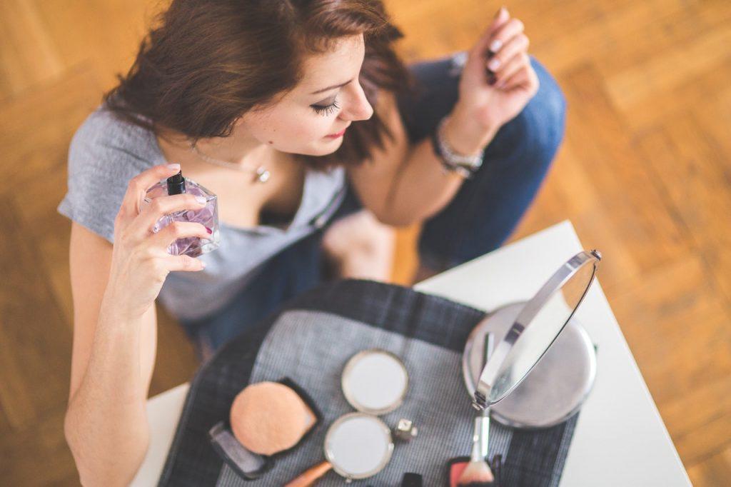 Wybór perfum na dzień i na noc – w czym różnica?